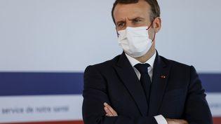 Emmanuel Macron à l'hôpital Necker, à Paris, le 4 décembre 2020. (THOMAS SAMSON / AFP)