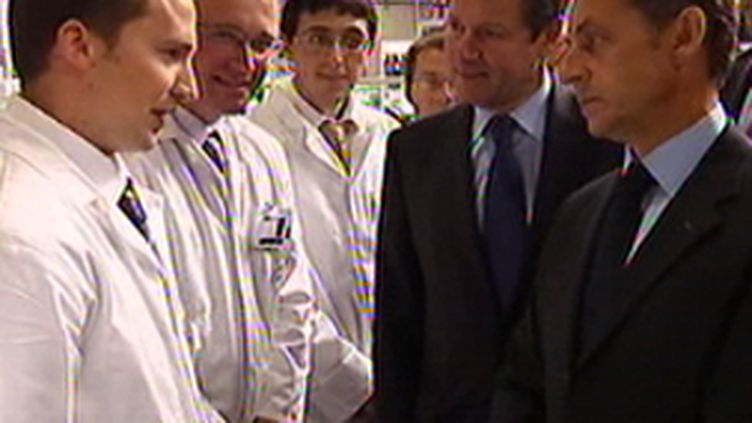 Nicolas Sarkozy et Christian Estrosi visitent une usine dans l'Orne (03/09/2009) (© France 2)