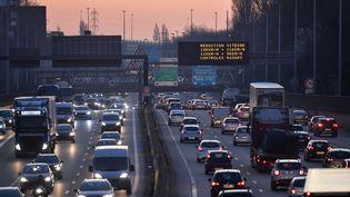 Des embouteillages sur le périphérique de Lille, le 27 février 2019, jour où des mesures étaient prises pour lutter contre la pollution de l'air. (PHILIPPE HUGUEN / AFP)