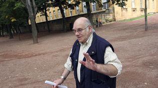 Henri Leclaire à sa sortie du palais de justice de Metz (Moselle), le 5 août 2014, après une audition. (FRED MARVAUX / AFP)