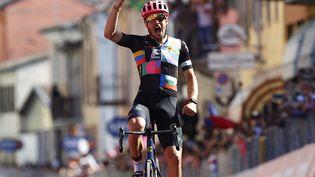 L'Italien Alberto Bettiol (EF Education - Nippo) remporte la 18e étape du Tour d'Italie à Stradella, jeudi 27 mai 2021. (LUCA BETTINI / AFP)