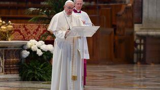 Le pape François, le 12 avril 2020 au Vatican pour son message de Pâques. (ANDREAS SOLARO / AFP)