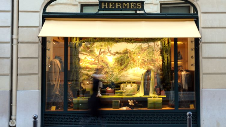 Une boutique Hermès à Paris, le 25 octobre 2010. (MIGUEL MEDINA / AFP)