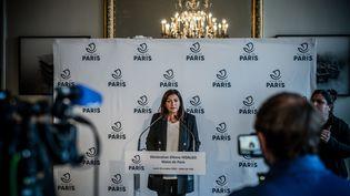 La maire de Paris Anne Hidalgo dans une conference de presse, à l'Hôtel de Ville, le 29 octobre 2020. (ARTHUR NICHOLAS ORCHARD / HANS LUCAS)