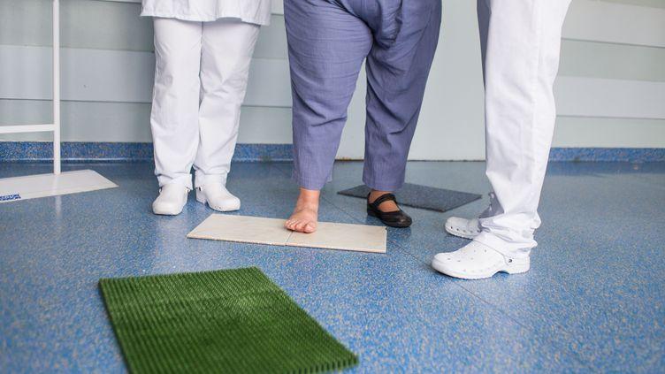 """L'obésité peut avoir un lien avec la composition de la salive, et donc avec les gènes. Telle est la conclusion d'une étude, fondée sur une analyse génétique, parue dimanche 30 mars dans la revue spécialisée """"Nature Genetics"""". (BURGER / PHANIE)"""