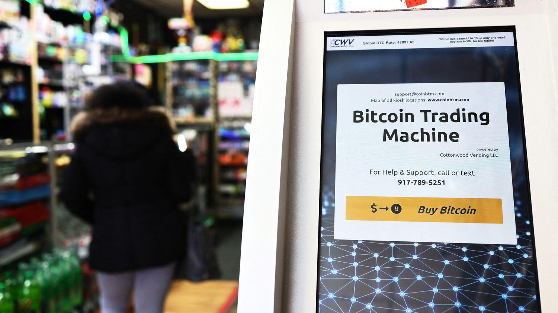 Le bitcoin dépasse pour la première fois la barre des 60 000 dollars - franceinfo