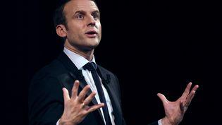 Le candidat à la présidentielle Emmanuel Macron lors d'un événement organisé par le collectif Elles marchent, le 8 mars 2017, à Paris. (ERIC FEFERBERG / AFP)