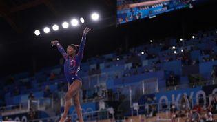Simone Biles, ici lors des qualifications des Jeux de Tokyo le 25 juillet 2021, pourrait prendre part à la finale de la poutre. (KUNIHIKO MIURA / YOMIURI / AFP)