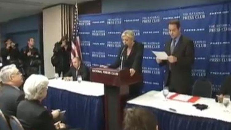 Marine Le Pen à Washington (Etats-Unis) devant la presse française. (FTVi)