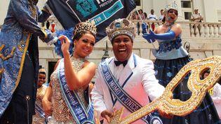 Le Roi Momo, Wilson Dias da Costa Neto, en compagnie de la Reine du carnaval, Leticia Martins Guimaraes, a reçu la clé de la ville de Rio de Janeiro (28 février 2014)  (Levy Ribeiro / AFP)