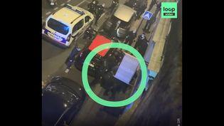Capture d'écran d'une vidéo filmée par un témoin de l'interpellation violente de Michel Zecler dans la rue à Paris le 21 novembre 2020. (LOOPSIDER)