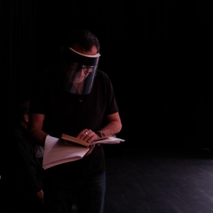 Le metteur en scène Didier Ruiz en répétition (Emilia Stéfani-Law)