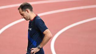 Renaud Lavillenie a terminé huitième lors de la finale du saut à la perche, mardi 3 août, à Tokyo. (CHARLY TRIBALLEAU / AFP)