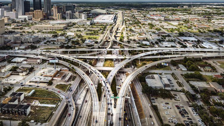 Une vue aérienne de la jonction autoroutière à Houston au Texas (Etats-Unis), le 9 août 2013. (HOWARD KINGSNORTH / GETTY IMAGES)