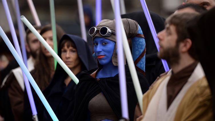 Une participante du Star Wars Day à Milan (Italie), le 3 mai 2015. (FILIPPO MONTEFORTE / AFP)