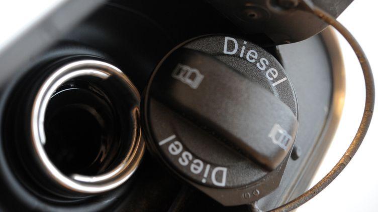 Trappe à carburant d'une voiture au diesel, le 1er mars à Quimper (Finistère). (FRED TANNEAU / AFP)