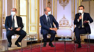 Jean Castex, Jean-Michel Blanquer et Olivier Véran lors d'une conférence de presse à Matignon, le 27 août 2020. (CHRISTOPHE ARCHAMBAULT / AFP)