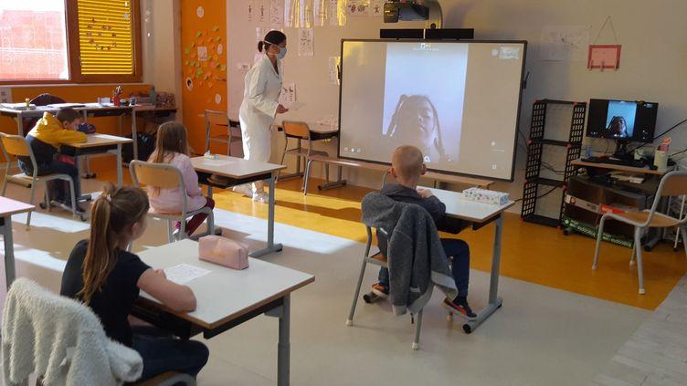 Une salle de classe à la réouverture des écoles en appliquant des mesures barrières strictes, le 18 mai 2020. (Photo d'illustration) (FRANCE BLEU CHAMPAGNE / RADIO FRANCE)