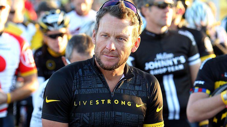Lance Armstrong, sur la ligne de départ du Livestrong Challenge, au Texas (Etats-Unis), le 15 octobre 2011. (GARY MILLER / FILMMAGIC / GETTY IMAGES)