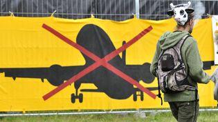 Un opposant à l'aéroport de Notre-Dame-des-Landes (Loire-Atlantique), le 5 juillet 2014. (  MAXPPP)