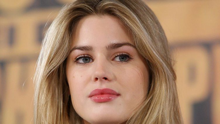 """La top model Vanessa Hessler, à Münich (Allemagne), pour le lancement du film """"Asterix aux jeux Olympiques"""", le 16 janvier 2008. (OLIVER LANG GERMANY / AFP)"""