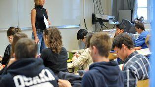 Aujourd'hui, 65% des professeurs de collège et lycée sont des femmes (photo d'illustration). (FRANK PERRY / AFP)
