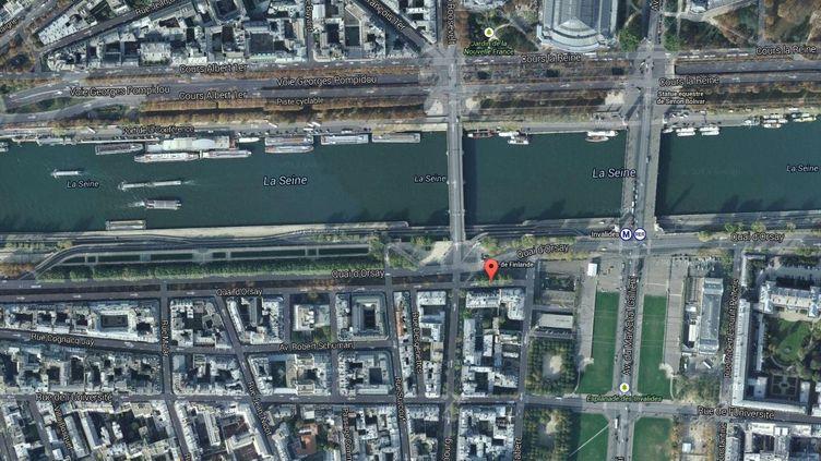 Le quai d'Orsay, artère la plus chère de Paris, s'étire le long de la Seine, et croise notamment l'esplanade des Invalides. ( GOOGLE MAPS / FRANCETV INFO )