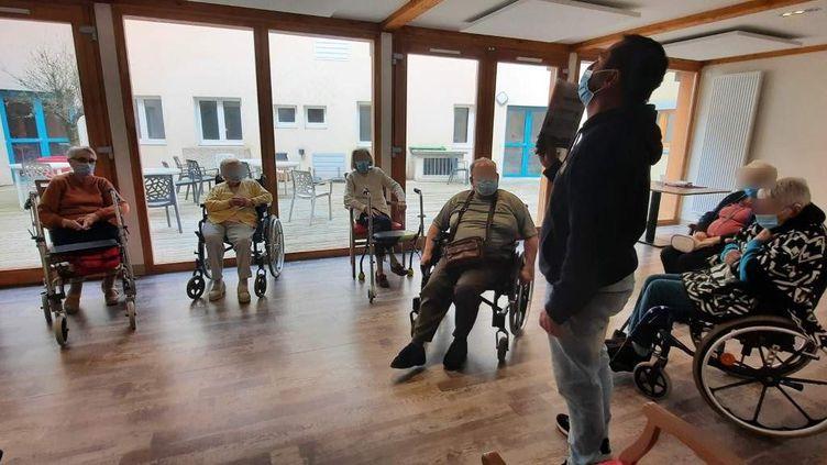 Soixante dix-sept résidents sur 102 lits sont actuellement accueillis à l'Ehpad Les Edelweiss, à Voiron, en Isère, soit un taux d'occupation d'un peu plus de 75%. (BENJAMIN ILLY / FRANCEINFO)