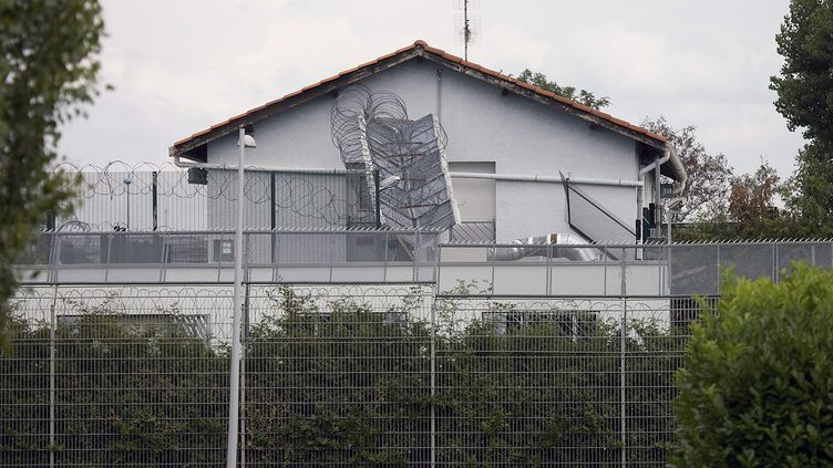 Le centre de rétention administratif de l'aéroport de Lyon Saint-Exupéry (Rhône), le 28 juillet 2011. (JEGAT MAXIME / MAXPPP)