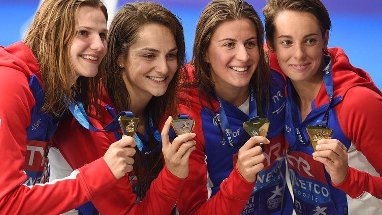 Les quatre Françaises, Marie Wattel, Charlotte Bonnet, Margaux Fabre et Béryl Gastaldello, championnes d'Europe en 4x100 mètres, nage libre, vendredi 3 août 2018, à Glasgow (Ecosse). (OLI SCARFF / AFP)