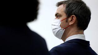 Le ministre de la Santé, Olivier Véran, lors d'une conférence de presse du gouvernement, le 14 janvier 2021 à Paris. (THOMAS COEX / POOL / AFP)