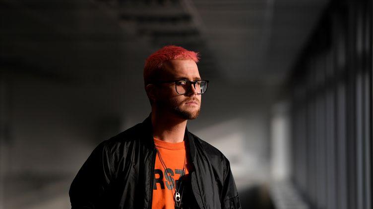 Le lanceur d'alerter Christopher Wylie, à Londres, le 26 mars 2018. (TOBY MELVILLE / REUTERS)