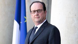 François Hollande sur le perron de l'Elysée, le 30 mars 2017. (CHRISTOPHE MORIN / MAXPPP)