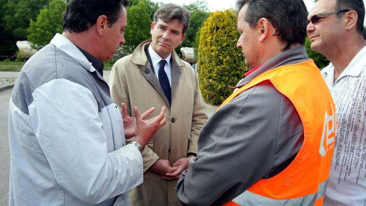 Arnaud Montebourg s'était rendu sur le site de General Motors à Strasbourg (Bas-Rhin), le 3 mai 2011. (DOMINIQUE GUTEKUNST / L'ALSACE / MAXPPP)