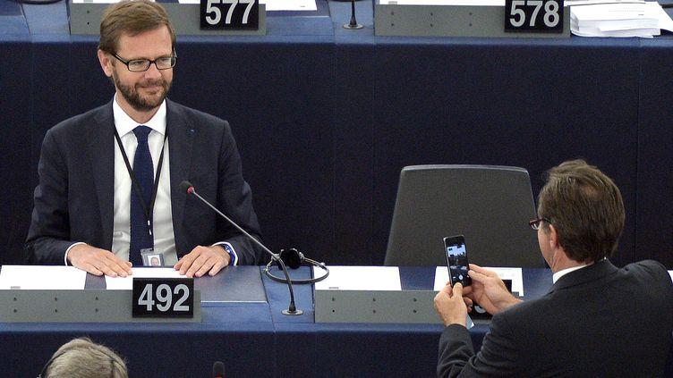 Jérôme Lavrilleux (G), le 1er juillet 2014, au Parlement européen, à Strasbourg (Bas-Rhin). (PATRICK HERTZOG / AFP)
