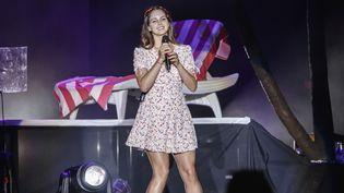 Lana Del Rey sur une scène du festival espagnol de Benicassim le 19 juillet 2019. (XAVI TORRENT / REDFERNS)