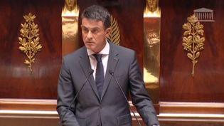 Manuel Valls lors de son discours à l'Assemblée nationale sur les frappes en Syrie, le 15 septembre 2015 (LCP / FRANCE 3)