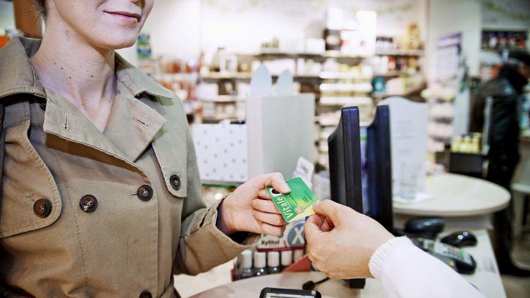 """L'émission """"Cash Investigation"""" révèle que les données médicales sont récoltées dans de nombreuses pharmacies en France, sans que le consommateur en soit toujours informé (photo d'illustration). (ALICE S. / BSIP / AFP)"""