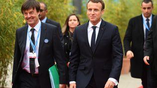 Nicolas Hulot et Emmanuel Macron lors de la COP23 à Bonn, en Allemagne, le 15 novembre 2017. (PATRIK STOLLARZ / AFP)