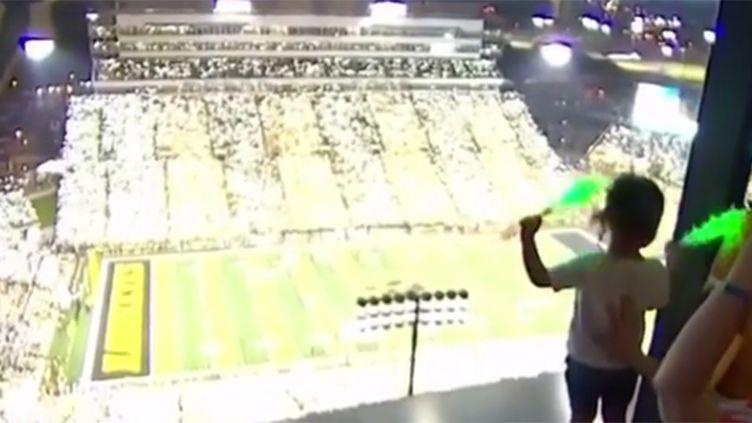 Les enfants hospitalisés en communion avec les spectateurs du stade à Iowa City