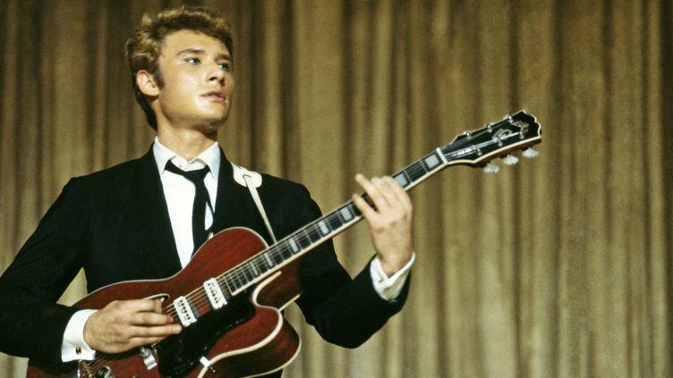 Johnny à l'Olympia en 1964  (Michael Holtz / Photo12)