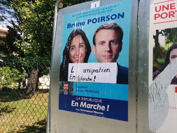 Brune Poirson, la candidate de La République en marche aux législatives 2017, a vu fleurir des attaques sur ses affiches officielles ces derniers jours dans la troisième circonscription du Vaucluse. (THOMAS BIET / FRANCEINFO)