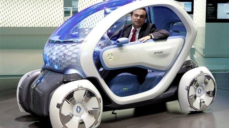 La voiture électrique Twizy Z.E., la biplace de Renault prévue pour 2011 (AFP - Patrick Sinkel)