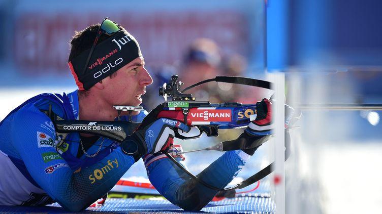 Quentin Fillon Maillet sur l'individuel des championnats du monde, mardi 17 février 2021. (JURE MAKOVEC / AFP)