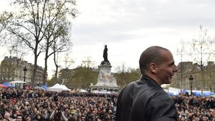 L'ancien ministre grec des Finances, Yanis Varoufakis, le 16 avril 2016 place de la République à Paris. (ALAIN JOCARD / AFP)