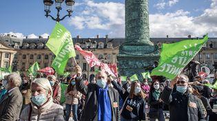 Des manifestants contre l'extension de la PMA à toutes les femmes à Paris le 10 octobre 2020. (CHRISTOPHE PETIT TESSON / EPA / MAXPPP)