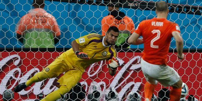 Romero arrête le premier pénalty tiré par Vlaar