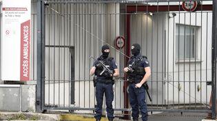 Des policiers devantGeorges Pompidou. (STEPHANE DE SAKUTIN / AFP)