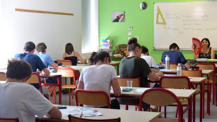 Des collégiens passent leur brevet des collèges au Cours Bastide, à Marseille (Bouches-du-Rhône), mardi 2 juillet 2019. (MAXPPP)