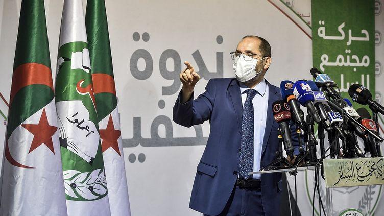 Abderrazak Makri, chef du parti islamiste Mouvement de la société pour la paix (MSP), à Alger, le 7 juillet 2020. (RYAD KRAMDI / AFP)